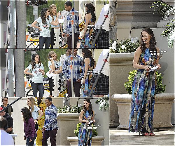 01 mars 2013 : Nous retrouvons les Jessicas, AnnaLynne, Tristan et Shenae tournant une scène pour 90210 !