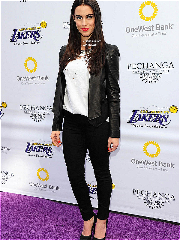 """10/03/12 : Jess était de sortie avec son nouveau Boyfriend à l'occasion du """"LA Lakers Casino Night"""" à L.A. Oui, Jessy' a un nouveau petit-ami, vous trouverez des explications en bas de cet article. Thom Evans, un ancien joueur de rugby."""