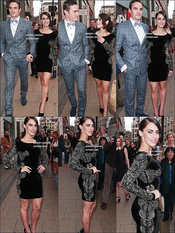 """15 mai 2013 : Jessica et Thom arrivent à l'avant première du film """"Gatsby"""" à Londres (U.K). Mon avis sur la tenue, en ce moment je n'aime pas trop comment Jessica se fringue, perso' je préfère la tenue de son mec ! Et toi ?"""