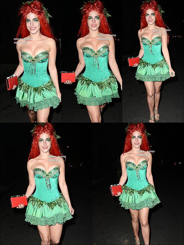 25/10/13 : Jessica Lowndes ou plutôt Poison Ivy a été vu allant à une fête d'Halloween, dans Los Angeles.