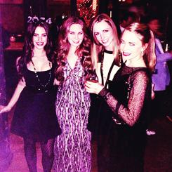 """11 janvier 2014  :  Jessica a été vue allant déjeuner chez Toast Cafe avec une de ses amis à Los Angeles. En ce moment nous n'avons pas plus de news de  miss Jessica puisque la belle tourne le film """"The Prince""""."""