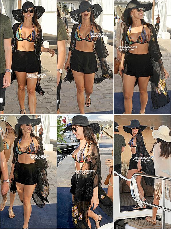 21 mai 2015 : Notre belle Jessica Lowndes a été photographiée à Cannes, regagnant son yacht privée.