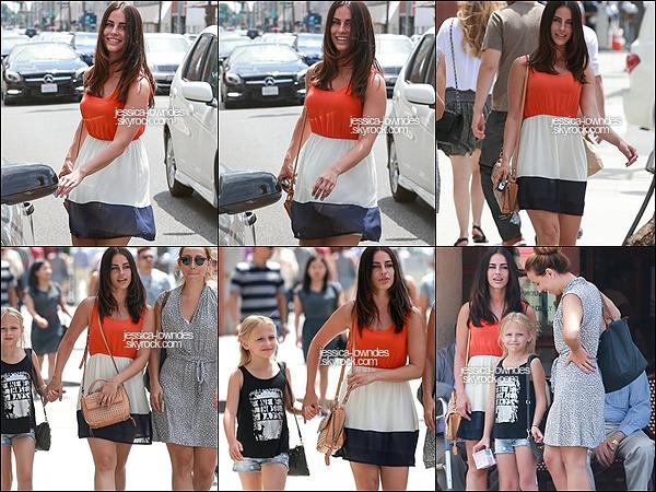 26 juin 2015 :    C'est en ce jour que nous retrouvons notre Jessica préféré à Los Angeles. La belle a été vue alors qu'elle allait manger avec l'actrice Alyvia Alyn Lind et son enfant. Top pour Jess' !