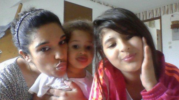 moi et les 2 niece de mon cheri dina et assia