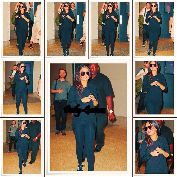 23.06.15 - Selena sortant des studios de MTV Studios à New York puis à l'aérport JFK.
