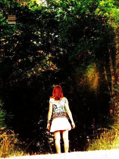 Rester dans l'ombre, ne jamais se faire remarquer, souffrir en silence, cacher sa peine... puis tomber amoureux(se)! et vouloir exploser! le crier au monde entier! vouloir faire le tour du monde! rire! ... vivre.