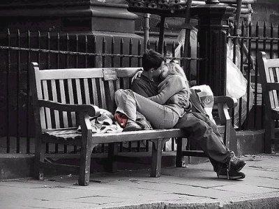 ღ .  C'est ça l'amour ? Etre triste quand la personne qu'on aime n'est plus près de nous Qu' il nous manques dès la minute ou il s'en va Qu' on pense à lui toute la journée.  . ღ