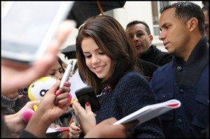 Selena Gomez vient de lâcher une bombe sur Facebook en déclarant qu'elle aimerait que des fans à elle fassent une apparition dans son prochain clip ! C'est quand les castings ???