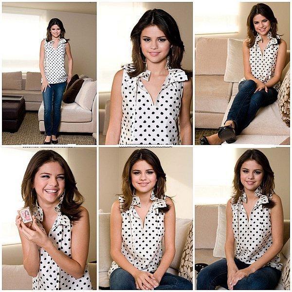 """Photoshoot 27 : Selena posant pour le magazine """"Elle Girl"""" au Japon."""