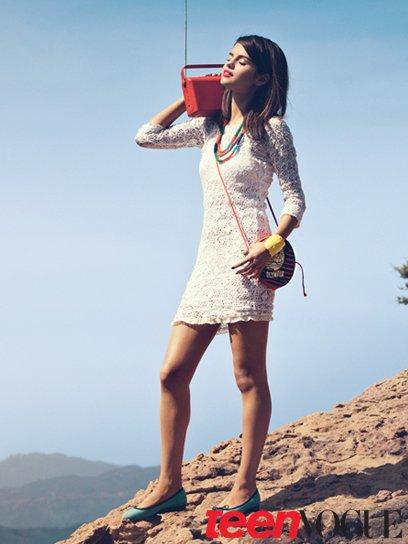 + regardez les photoshoot de Selena pour le magazine Teen Vogue et elle fait la couverture ♥ geniale