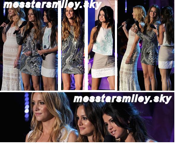 """05/06/11 - Selena défilé sur le tapis rouge des « MTV Movie Awards » . et elle fait une info sur """"monte carlo"""""""