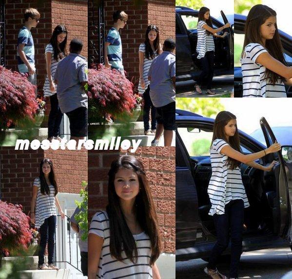 """2 juin, Selena et Justin ont été vus devant leur hôtel à """"Toronto""""."""