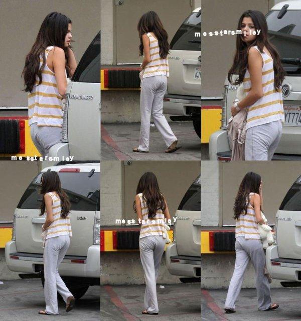 11 6 2011 : Selena Gomez, épuisée, se rend pour une visite de contrôle à l'hôpital.