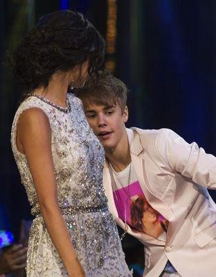 2 partie des MMVA 2011 avec Selena.