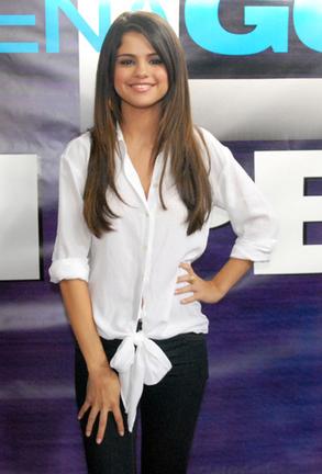 """Selena continue de faire le tour des États-Unis et de faire la promo du film """" Monte Carlo """".elle se trouvait en Georgie où elle a répondu aux questions des fans."""