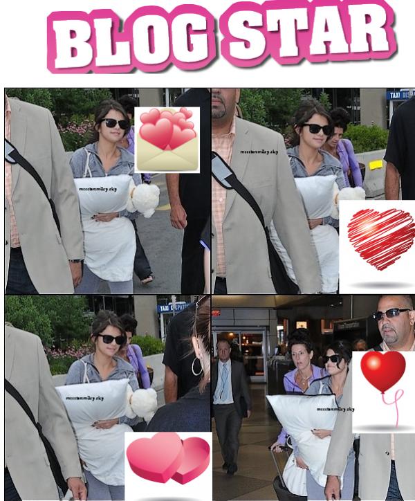le lundi 20 juin : Selena arrivant à l'aéroport de Philadelphie.