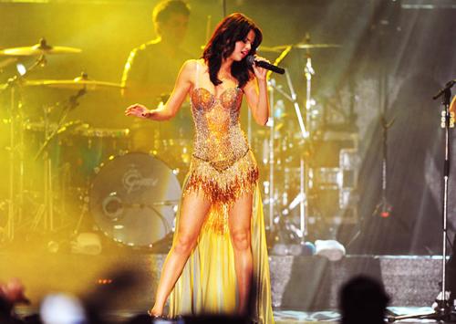 28 juillet : Selena a performé pour sa tournée We Own The Night Tour en Floride. Top ou Flop ?