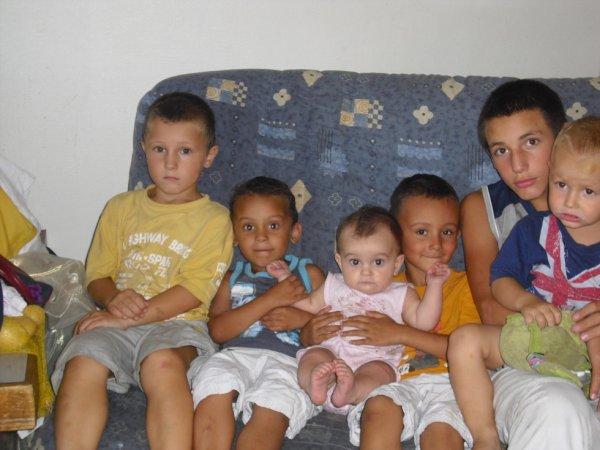 mes deux neveux ma nièces et mes garçons <3