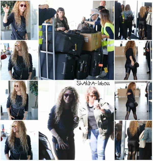 Shakira à l'aéroport de Barcelone pour Hambourg (le 02/06/2018).