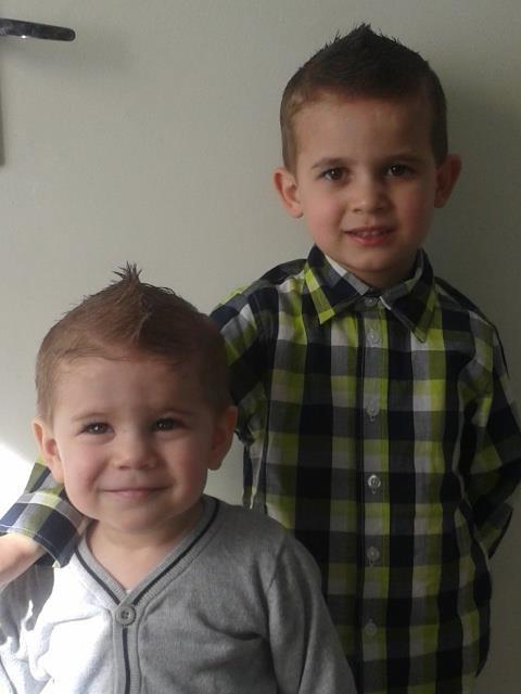mes deux garçon coment il on grandit je vous aime mes bebe