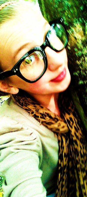 Dans mon coeur j'aimerais être une larme pour naitre au coin de ton oeil, vivre sur ta joue et mourrir sur tes lèvres !