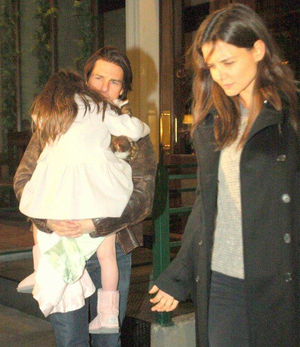 19.12.10 Katie, Tom & Suri sont allés manger dans un restaurant italien
