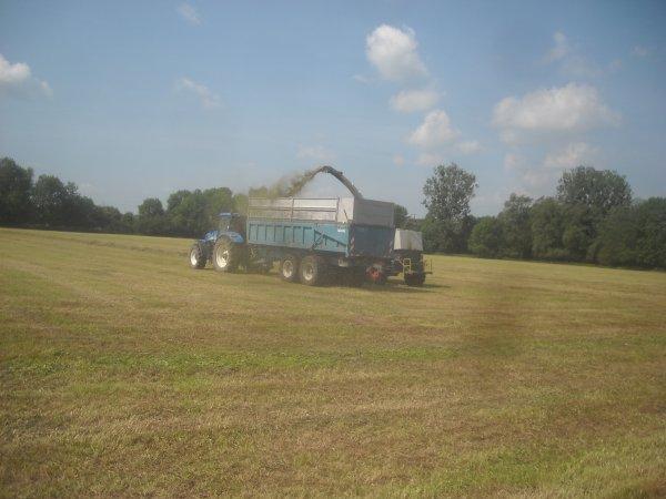 Dernier chantier d'ensilage d'herbe fin.