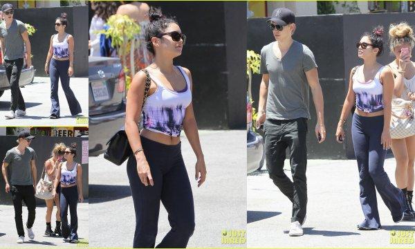 14/07/12:Austin Bluter,Vanessa Hudgens et Stella ont  été vu sortant du Studio Cafe de Studio City.