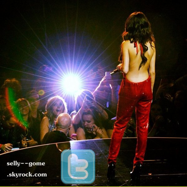 ▬  Vidéo Selena & The Scène - Hit the Lights