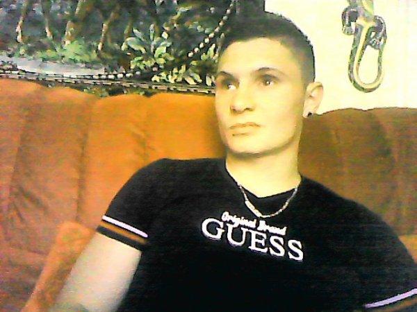 Venez m'ajouter sur facebook, je vous aimes ; Gros Bisous ! :) ♥