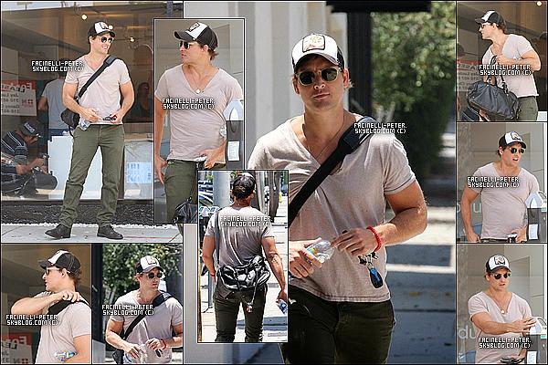 03/07/2014 : Le beau PFacinelli a été vue tout sourire (bonne humeur)ce baladant dans les rue de Los Angeles !  sa arrive !