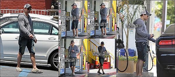 05/06/2014 :  Le beau Peter Facinelli a était repérer par les paparazzi a la pompe à essence de -   Los Angeles   !  Look décontracte pour peter ou sinon que  que sa fait plaisir de voir P' autres que pour des évents et qu'il a l'aire plutôt de bonne humeur  !