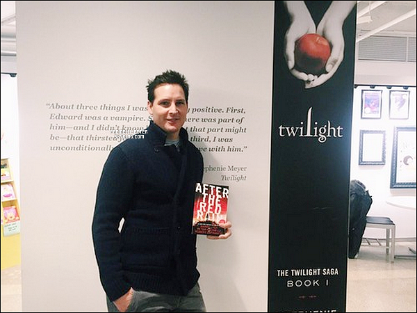 "Nouvelle/Ancienne  photo de P Facinelli lors de la promo pour son livre ""After The Red Rain"" !"