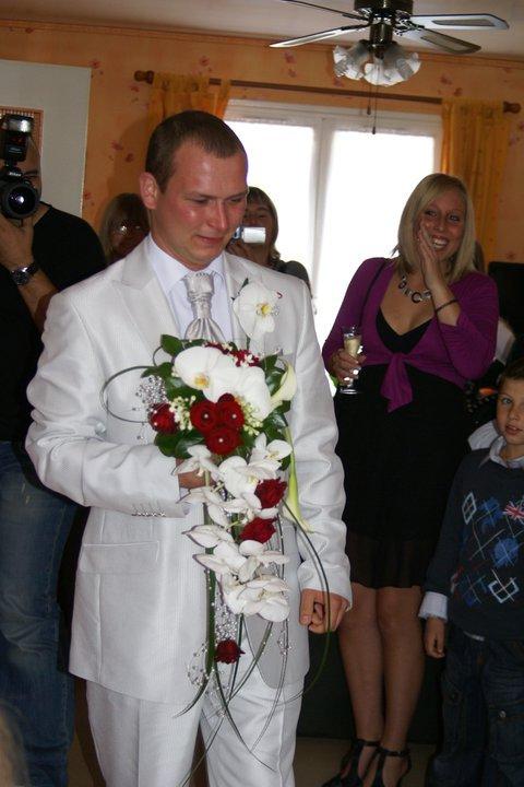 mon frere kam il rentrer pour doner le bouquet il pleurer setai touchant