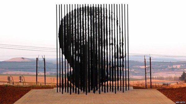 Sculpture Nelson Mandela