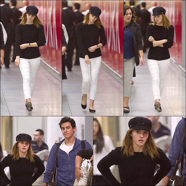 Le 24/06 : Emma a été aperçue arrivant à l'aéroport de JFK, New York en compagnie de son petit ami Will