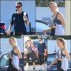 Jen sort de son cours de gym avec une amie - le 10 Octobre -