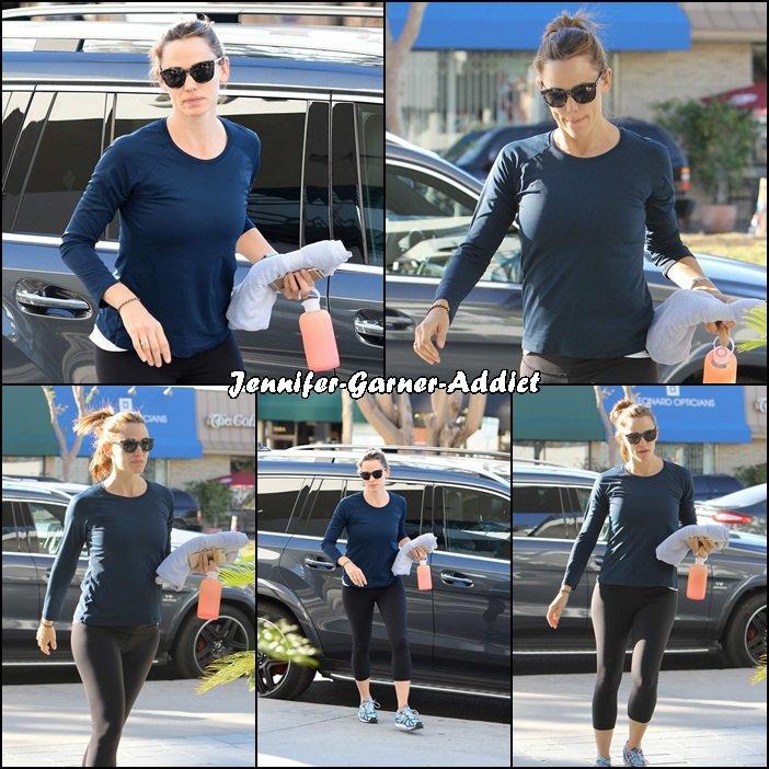 Jen allant et sortant de la gym - le 12 Novembre -