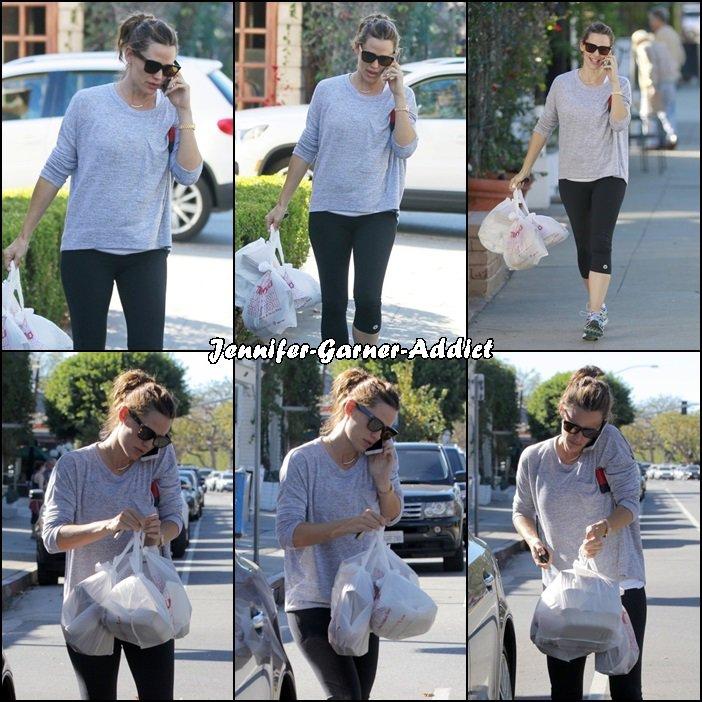 Jen a été faire quelques courses après son cours de gym - le 21 Novembre -