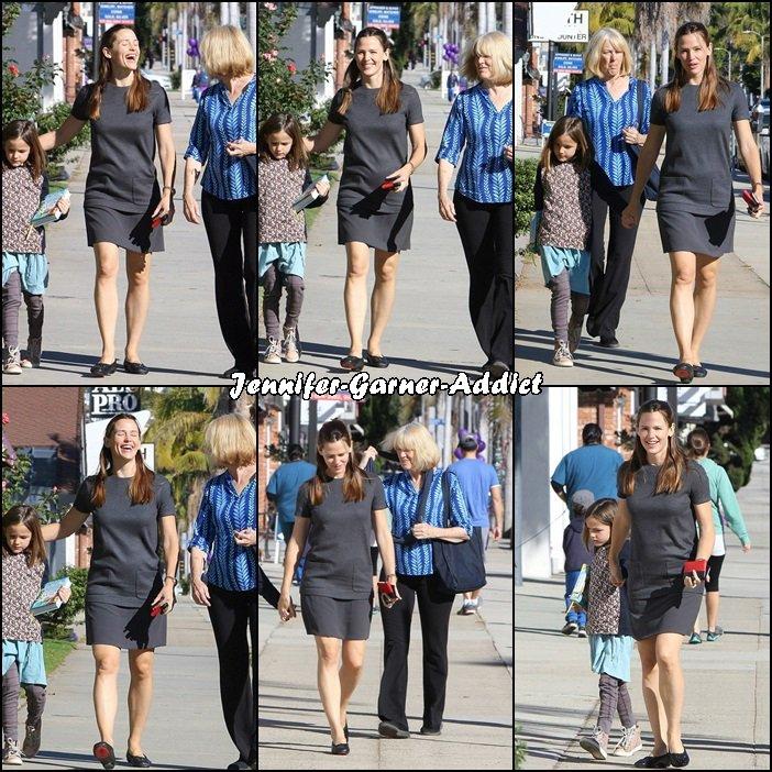 Jen avec Séraphina et sa belle mère Christine se rendant à l'église - le 29 Novembre -