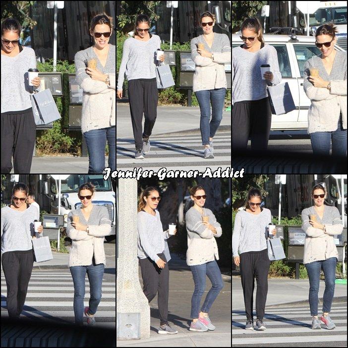 Jen est allée boire un café avec une amie