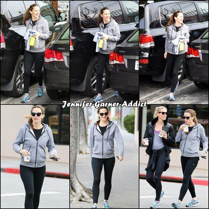 Jen a été faire de la gym avec une amie (je me demande comment elle est pas épuisée!) puis elles ont été boire un café et enfin Jen a été faire quelques courses (il faut bien récupérer les calories perdues!) - le 9 Janvier -