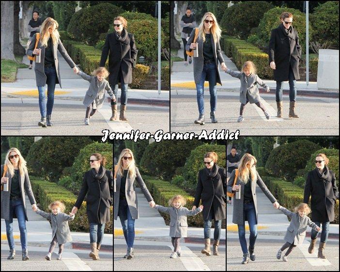 Jen avec son amie et sa fille - le 14 Janvier - à LA