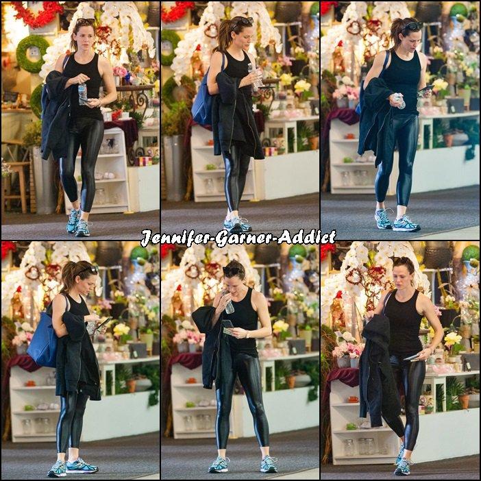Jen en mode Catewoman sortant de la gym - le 22 Janvier -