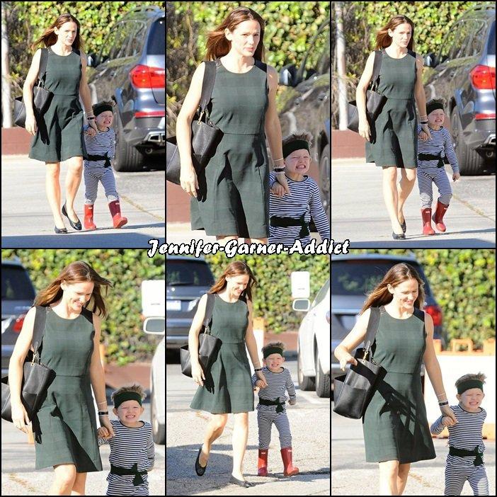 Jen et Samuel se rendant à l'église (en mode ninga pour Samuel - le 24 Janvier -