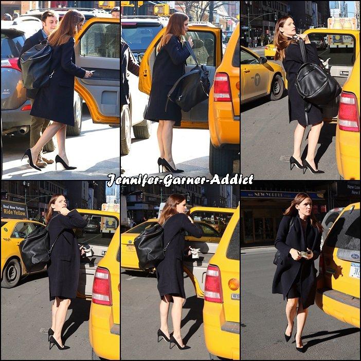 Jen dans New York - le 2 Février - Et à New York personne pour porter ton sac et fermer la porte de ton taxi! Jen est dans l'anonymat le plus complet!