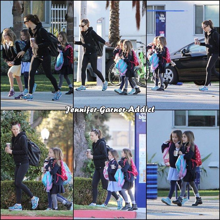 Jen a été amener les filles à l'école avant d'aller à son cours de gym - le 4 Février -