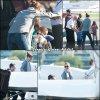Jen, Ben et les enfants au Van Nuys airport dans the San Fernando Valley district of Los Angeles - le 12 Février - destination : Yellowstone Club à Big Sky dans le Montana où le couple a un appartement. Ils sont en vacances avec Tom Brady et sa femme Gisèle Bündchen.