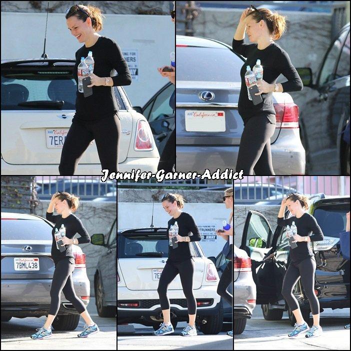 Jen est rentrée du périple familial et a repris les cours de gym avec son agent - le 20 Février -