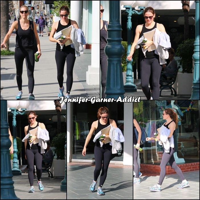 Jen à la gym avec son agent - le 26 Février -